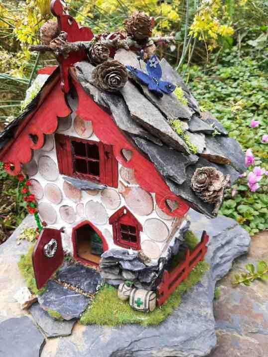 Finished fairyhouse in fairy garden 3